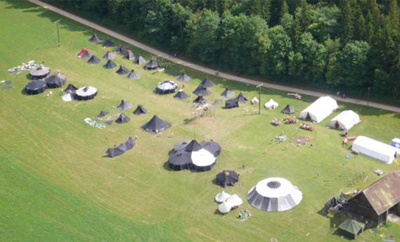 Bild von oben auf die Zelte unseres Bundeslagers.
