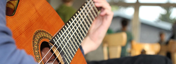 Gitarrenspieler auf unserem Stammesherbstlager.